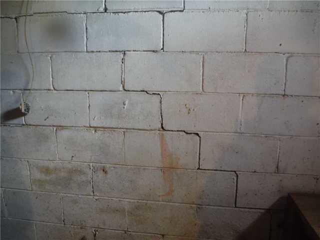 Wall cracks   Hilliard, OH   Everdry Waterproofing of Columbus